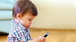 """""""Cep telefonunun yaydığı elektromanyetik radyasyon; çocukların beyin aktivitelerinde değişimlere neden olurken öğrenme eksikliklerine, konsantrasyon bozulmalarına ve agresif davranışlara neden olabiliyor"""""""